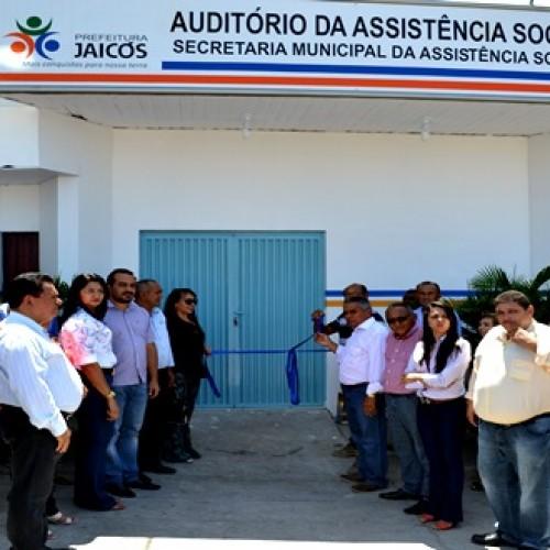Prefeita Waldelina inaugura auditório climatizado no aniversário de Jaicós