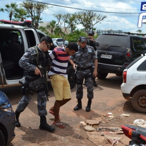 Comparsa de adolescente assassinado é flagrado armado tentando fugir de Picos