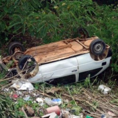 Condutor perde controle de carro e desce barranco em cidade do Piauí