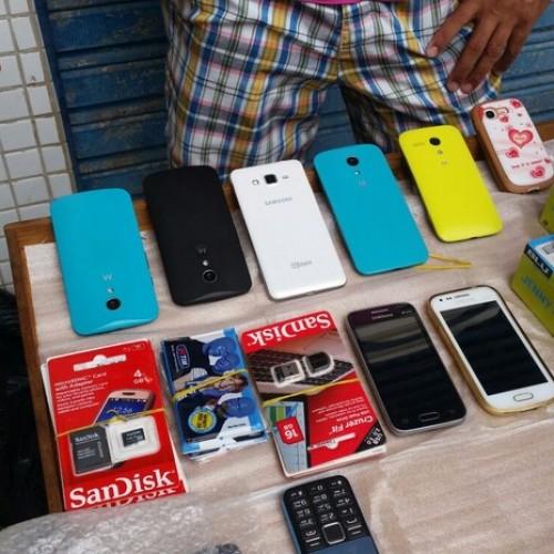 PM apreende 22 celulares roubados e material pornográfico em Picos