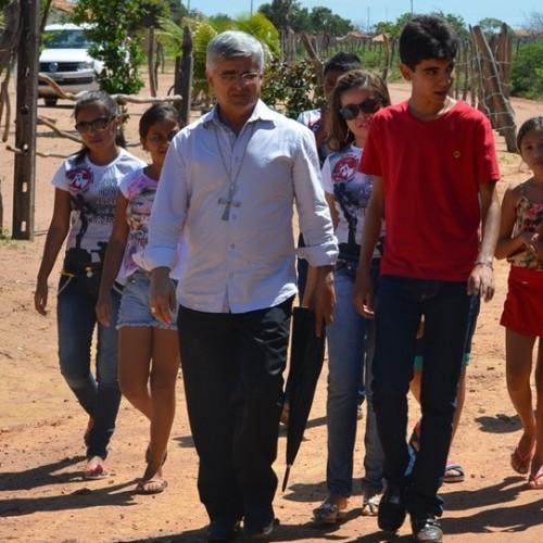 Bispo dom Plínio visita comunidade onde famílias dizem ver aparição