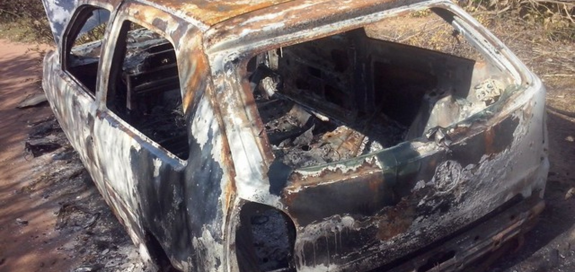 Carro tomado de assalto em Geminiano é encontrado incendiado
