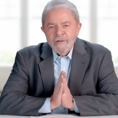 """Virou moda falar mal do Brasil"", diz Lula no programa do PT"