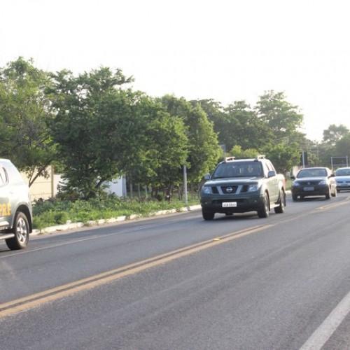 Fluxo de veículos é intenso na BR-343 após o fim do carnaval no Litoral do Piauí