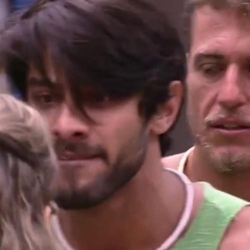 Barraco entre Ana Paula e Renan tem ofensas, gritos e até copos quebrados