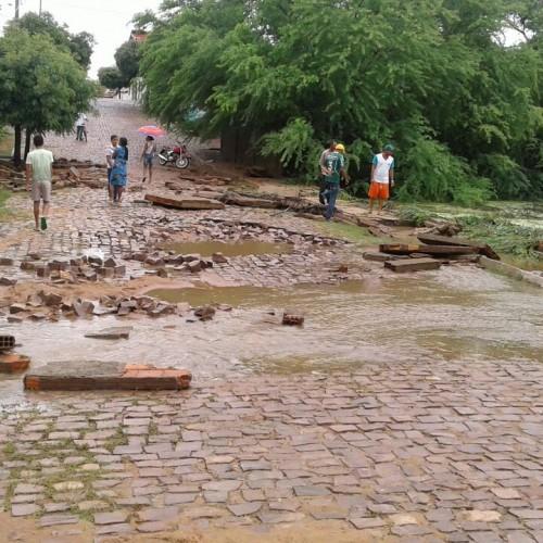 Forte chuva de 4 horas e 120 milímetros deixa estragos em Simões; veja fotos