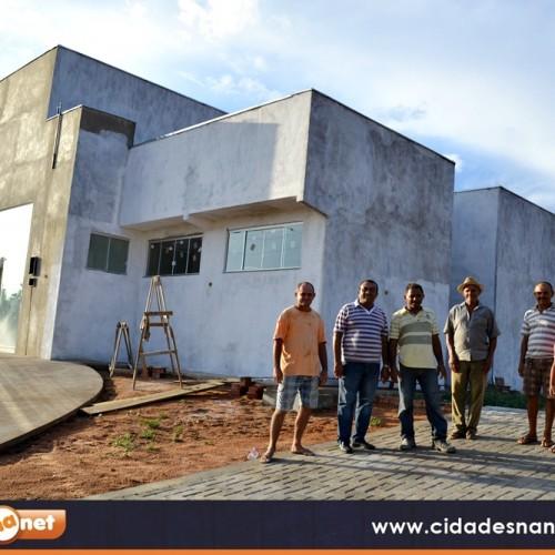PATOS | UBS da localidade Morro da Onça está em fase de conclusão; prefeito visita obras