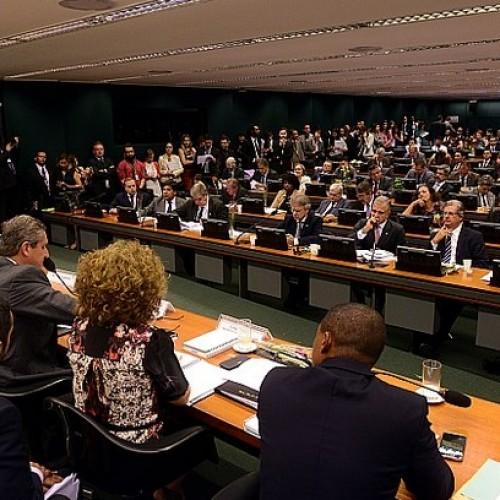 Governistas indicam ministro para defender Dilma em Comissão do Impeachment