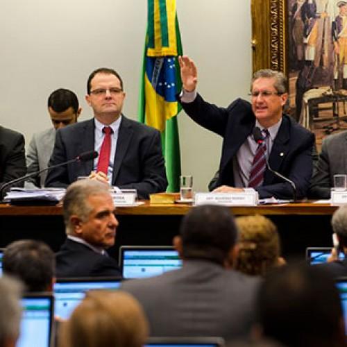 Bate-boca e tumulto marcam reunião da Comissão de Impeachment