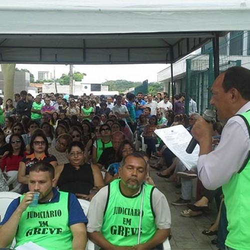 Após acordo com Tribunal, servidores decidem encerrar greve no judiciário
