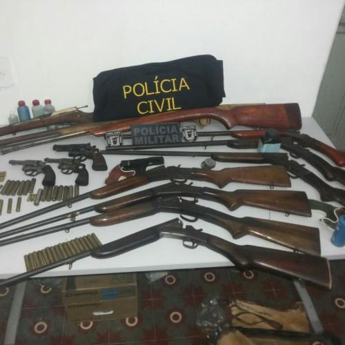 VILA NOVA   'Operação Padrinhos' prende nove pessoas e apreende motos e 14 armas