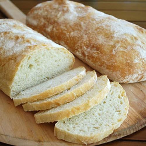 Pão branco e arroz podem aumentar 49% o risco de câncer no pulmão, aponta estudo