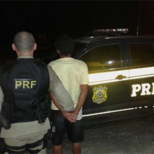 Suspeito de assaltos e com passagem por tráfico é preso em ônibus pela PRF