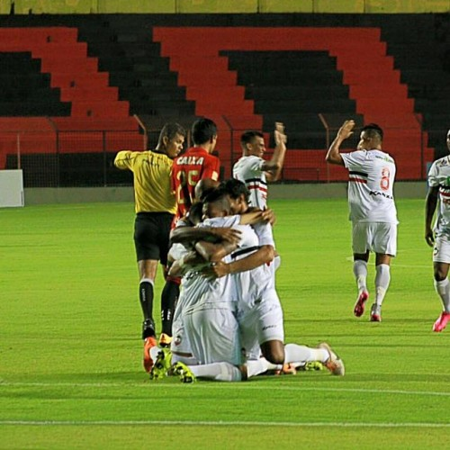 Com gols no primeiro e no último minuto, River empata com o Sport em Recife