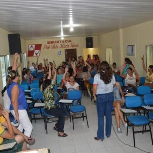 Servidores da Educação decidem manter greve em 17 cidades da região de Picos