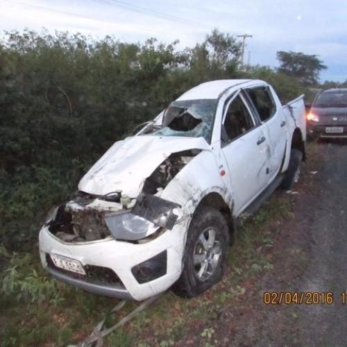 Primeira dama de Alegrete do PI capota carro e filho morre em acidente; veja fotos