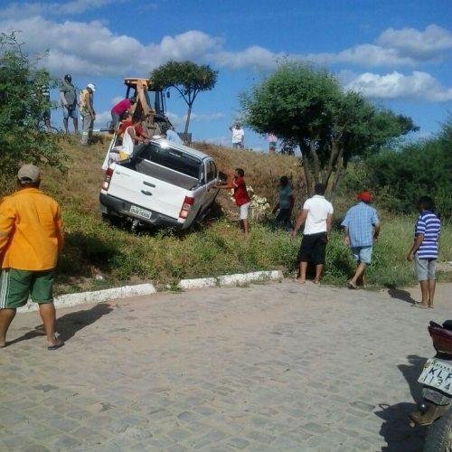 ALEGRETE | Ex-vereador perde controle e tomba carro na BR 316; veja imagens