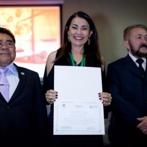 Margarete é homenageada com Medalha do Mérito da Escola Judiciária do Piauí