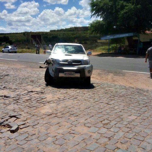 Três carros se envolvem em acidente em Francisco Macedo; fotos