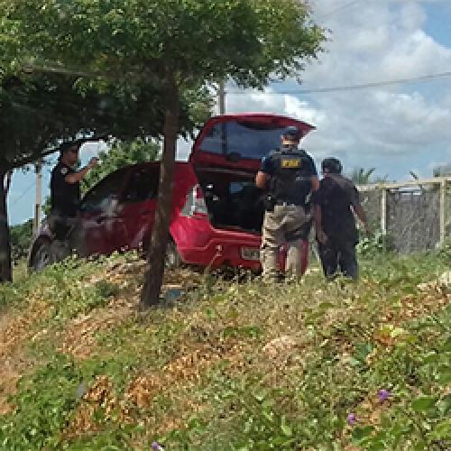PRF aborda veículo com placas clonadas na cidade de Alegrete do Piauí