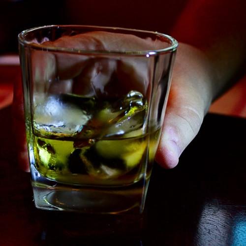 Risco de câncer de mama cresce com apenas uma dose de bebida alcoólica por dia, diz instituto