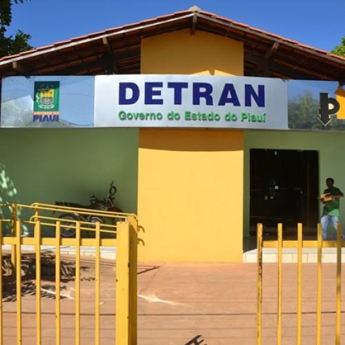 Homens armados invadem Detran de Picos