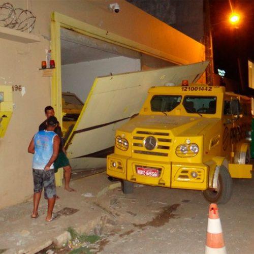 Grupo detona parede de casa vizinha e rouba empresa de segurança na Bahia