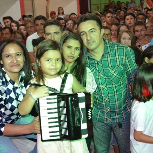 SÃO JULIÃO | Sanfoneira de cinco anos vai se apresentar no palco do Domingo Show, da TV Record