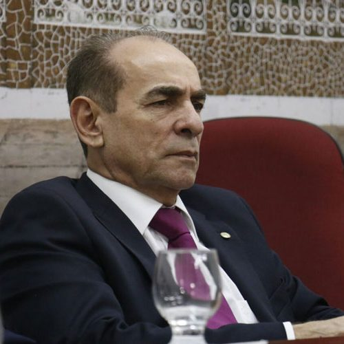Marcelo Castro mantém apoio a Dilma e diz que fica na presidência do PMDB