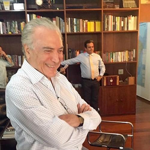 Michel Temer, ao lado de piauiense, ri à toa em foto divulgada na web