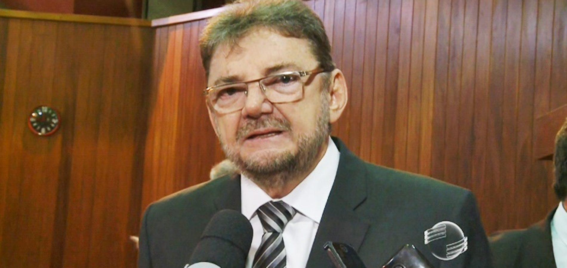 Wilson Martins diz que Elmano Férrer é mentiroso, incompetente e sem vocação para trabalhar