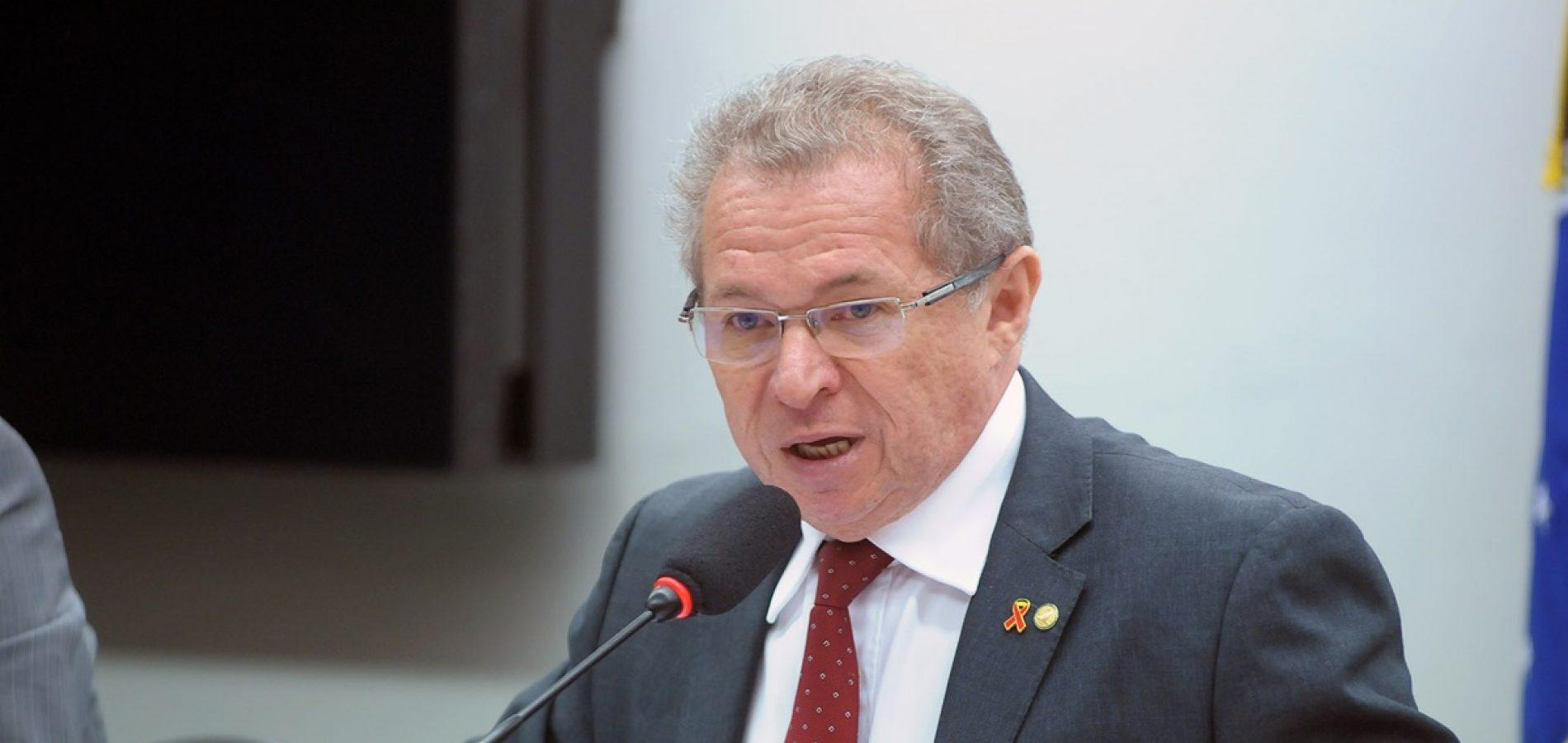 Assis Carvalho luta para não perder poder dentro do governo estadual.