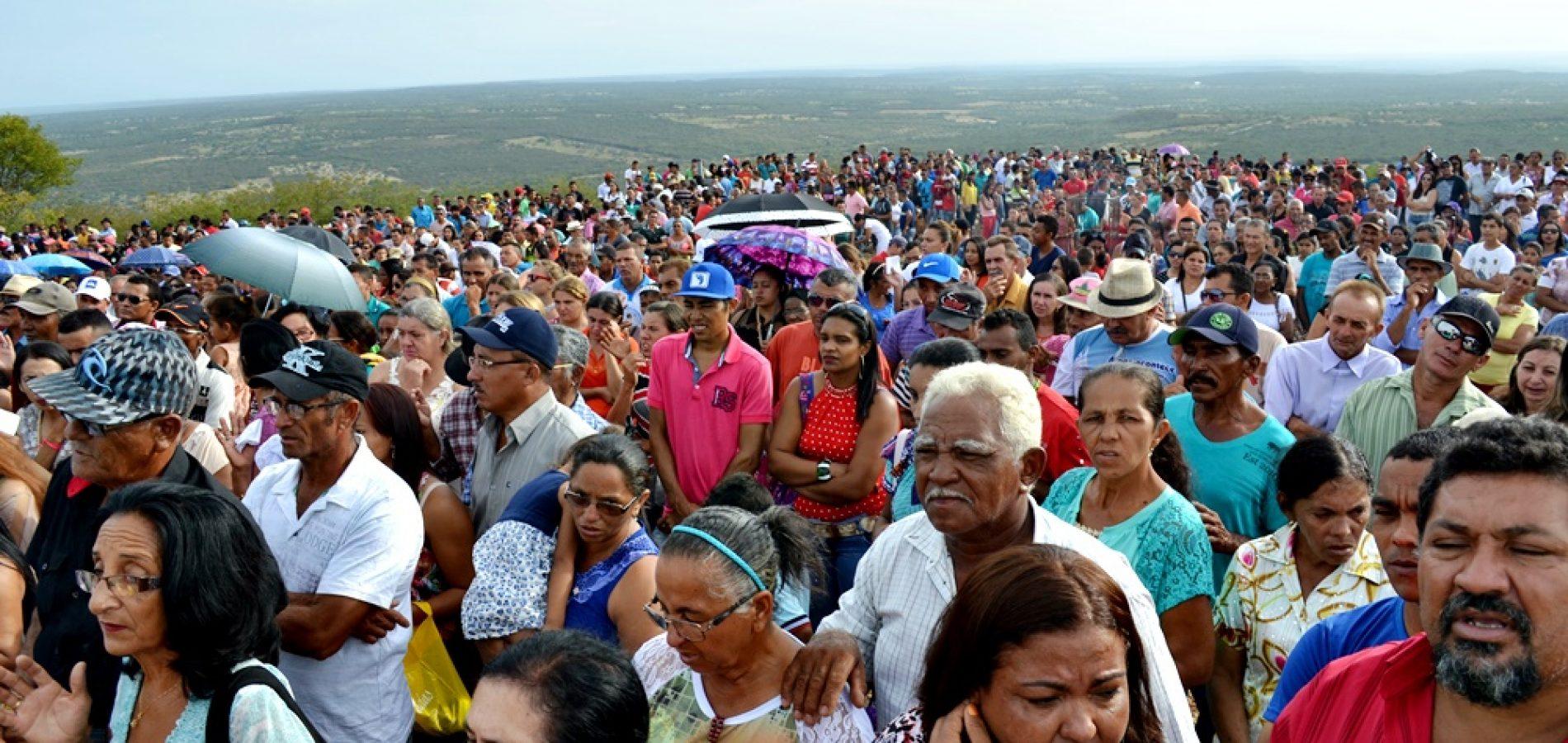 Católicos mantém a tradição de celebrar a festa religiosa do Morro dos Três Irmãos em Jaicós