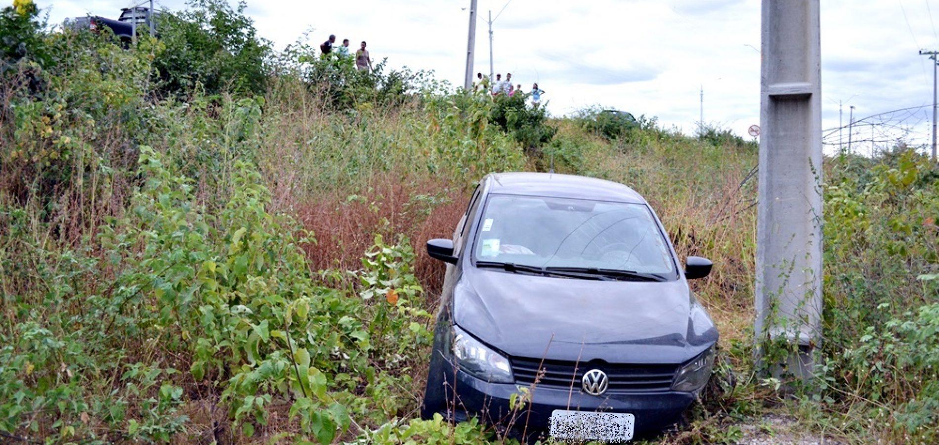 JAICÓS   Empresário perde o controle do carro e cai em ribanceira; fotos
