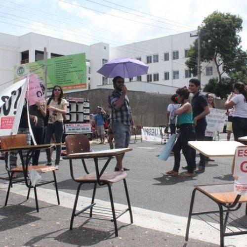 Governo e professores da Uespi se reúnem, mas greve continua no Piauí