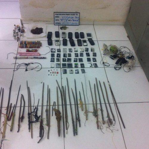 Vistoria apreende mais de 30 armas artesanais e 14 celulares na Irmão Guido