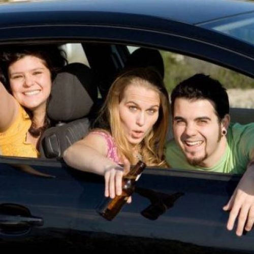 Projeto de lei quer proibir motorista de dirigir com bêbado ao seu lado