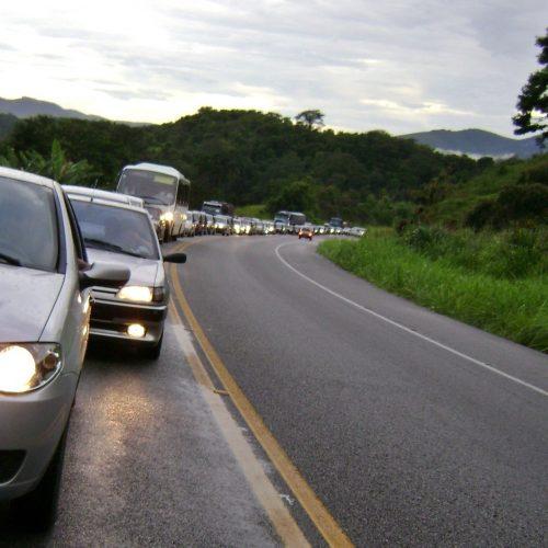 Farol baixo em rodovias é obrigatório a partir desta sexta-feira