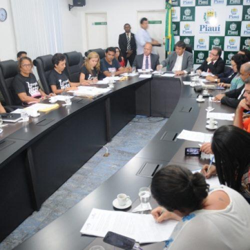 Governo recebe alunos e professores da Uespi, mas impasse continua