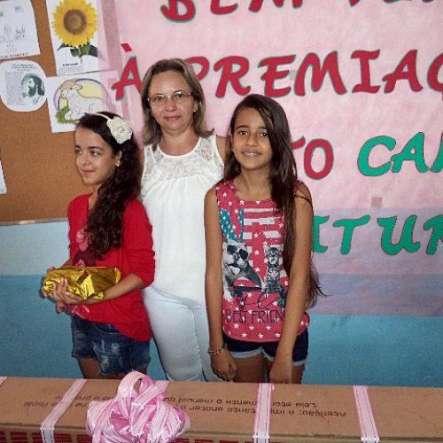 Educação premia alunas vencedoras do 'Projeto Campeões da Leitura' em Campo Grande do PI