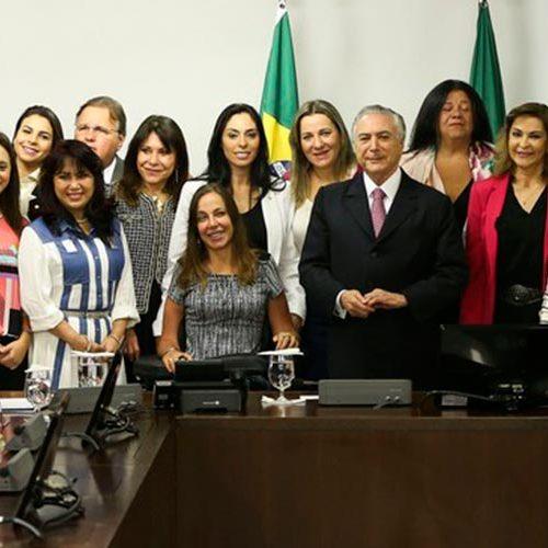 Temer recebe 20 deputadas após críticas sobre ministério masculino