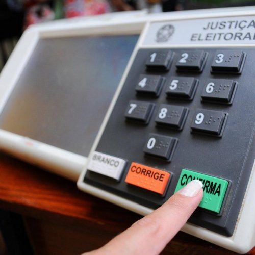 Quase 93% dos brasileiros pedem eleições presidenciais em outubro