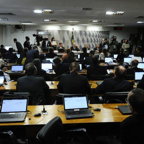 Parecer pelo impeachment de Dilma passa em Comissão por 15 voto a 5