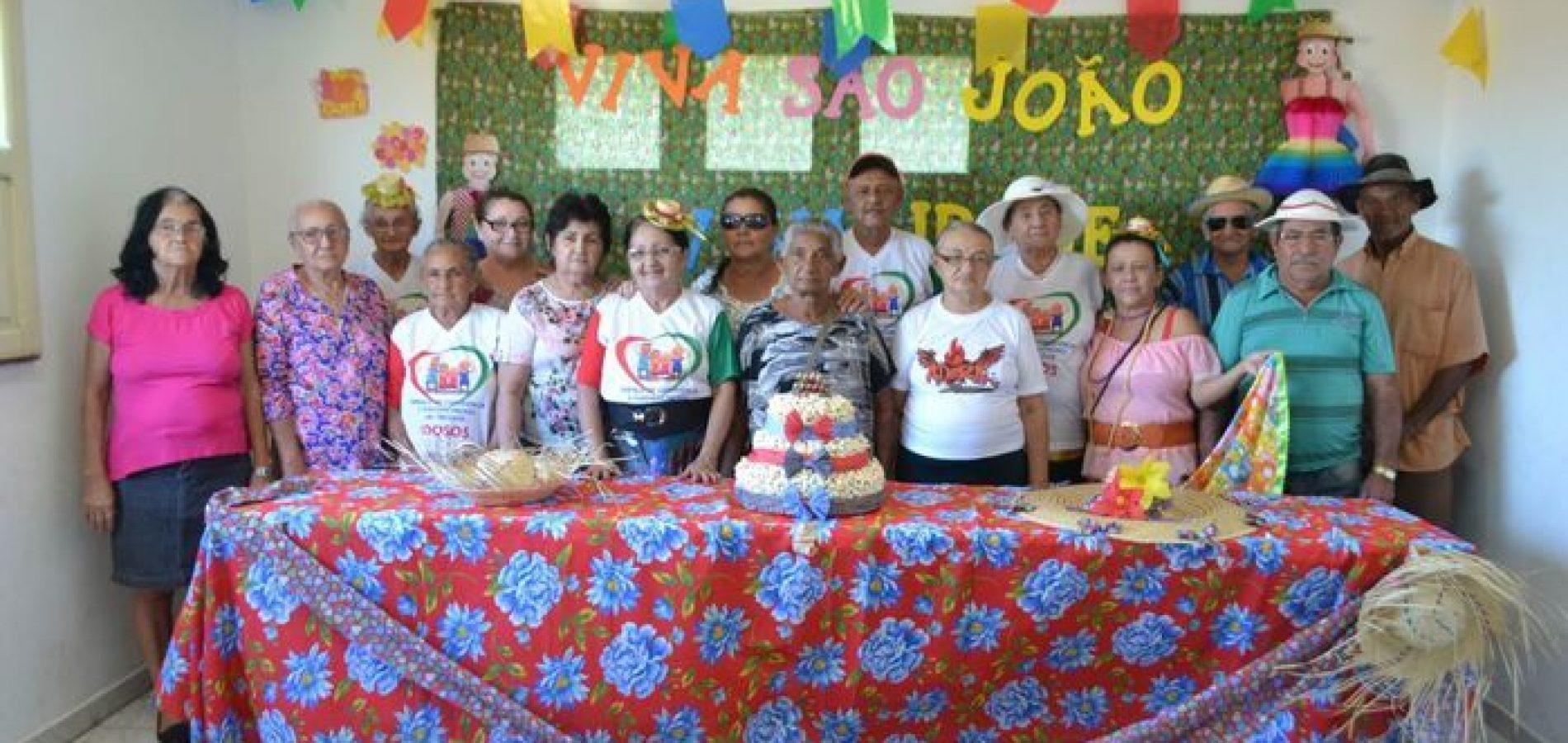 CRAS realiza festa junina para idosos do Grupo Viva Idade em Alegrete; veja fotos