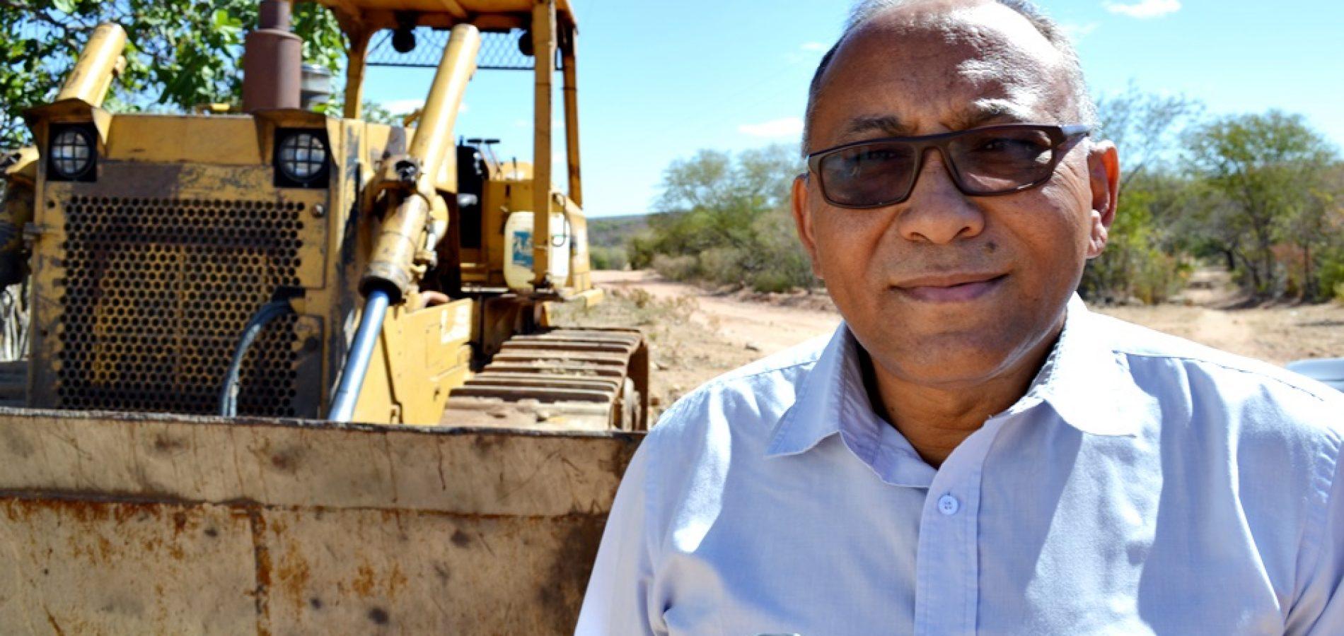 R$ 2,4 milhões serão investidos no asfaltamento da estrada que liga BR 407 ao povoado Várzea Queimada; obras já começaram