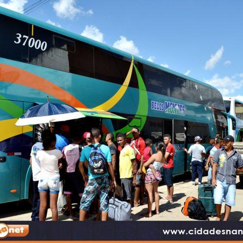 Sete ônibus levam trabalhadores de Jaicós para a produção de laranja em Matão-SP