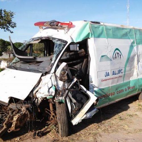 Grave acidente com ambulância deixa um morto no Piauí