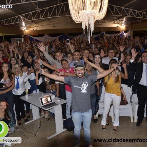Bráulio Bessa leva multidão para abertura da X Semana Científica da Faculdade R.Sá, em Picos