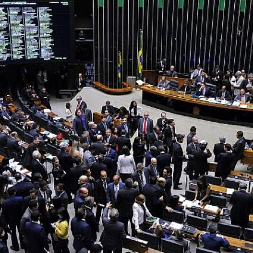 Câmara aprova 14 projeto de reajustes para servidores públicos; veja quais!