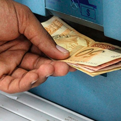 Bancos já são obrigados a fazer troca imediata de nota falsa sacada em caixa